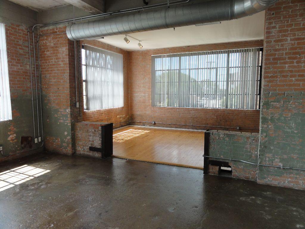 Deep Ellum Lofts – Exposed Brick, Concrete & Hardwoods