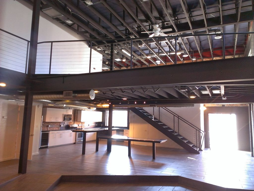 Split-Level Modern Loft in Deep Ellum Near Elm St.