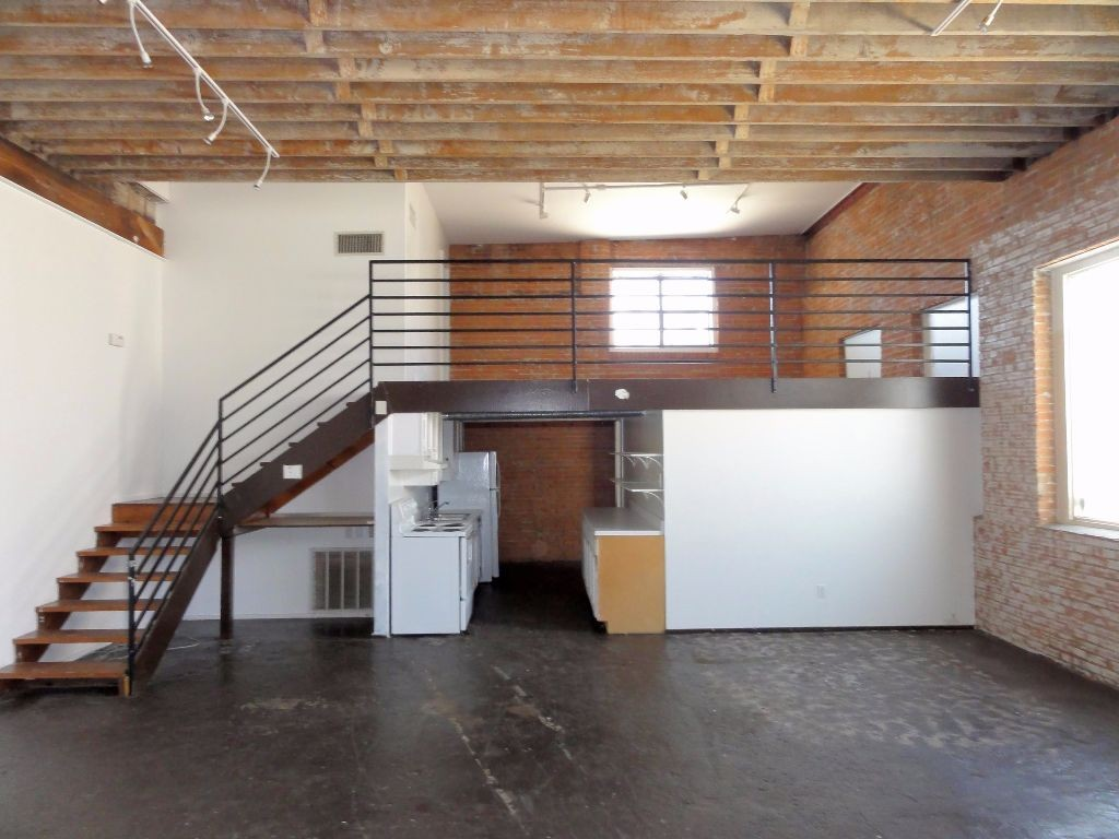 Deep ellum split level lofts for 1 loft